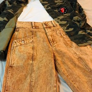 2 FOR $30 🆕 BDG Acid Wash High Waist Jeans. BNWT